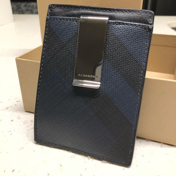 low priced a3042 796db Burberry London Check Money Clip Card Case